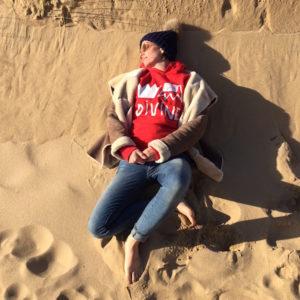 ana deman, divine, sweatshirt, rouge, fashion