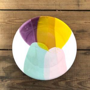 assiette plate faite à la main par ana deman et annette van ryhsen