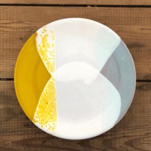 grande assiette plate en ceramique fait main jaune blanc bleu
