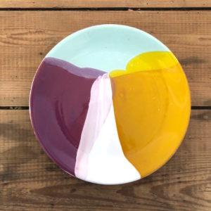 grande assiette plate en ceramique violet jaune bleu