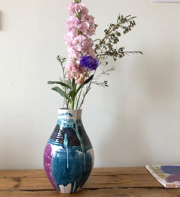vase pièce unique turquoise, blanc violet fabriqué à la main en vendee par annette van ryhsen ana deman